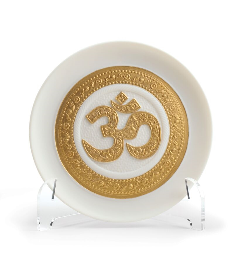 Picture of Om Decorative Plate. Golden Lustre Regal LL-01009156